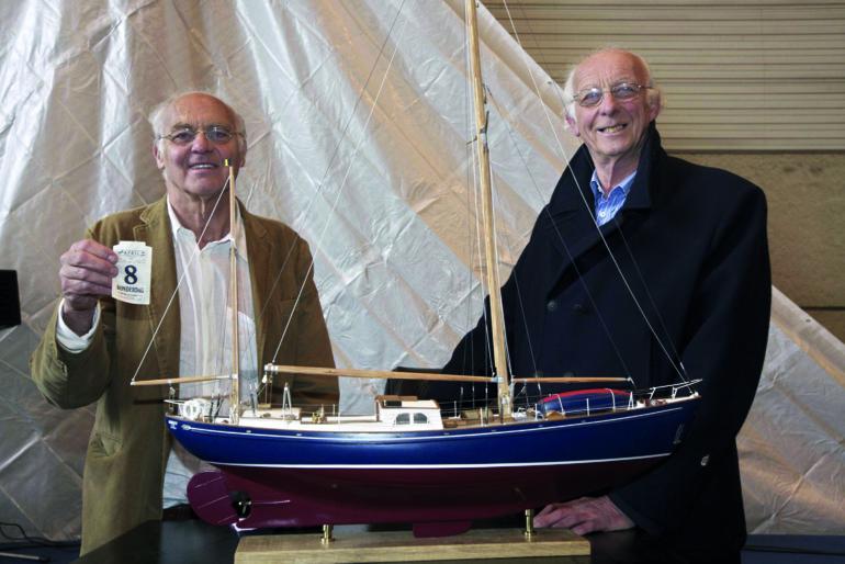 Les deux frères Wittenvrongel disent espérer pouvoir naviguer à bord de l'Askoy II d'ici le 8 avril, date d'anniversaire du chanteur.