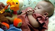 """Le père australien n'a """"aucun droit"""" de prendre le bébé trisomique, dit la mère porteuse"""