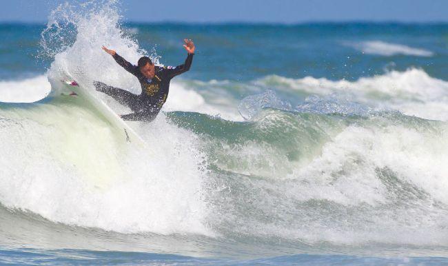 Heremoana Luciani, un surfeur talentueux dont on parle peu