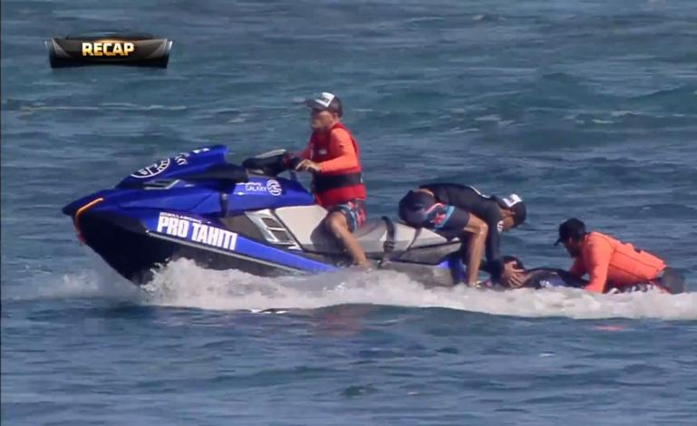 Billabong Pro Tahiti : Taumata Puhetini fait une chute violente sur le récif