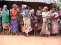 Comment une guérisseuse traditionnelle a répandu Ebola en Sierra Leone