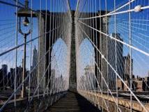 New York : un touriste russe arrêté pour avoir grimpé en haut du pont de Brooklyn