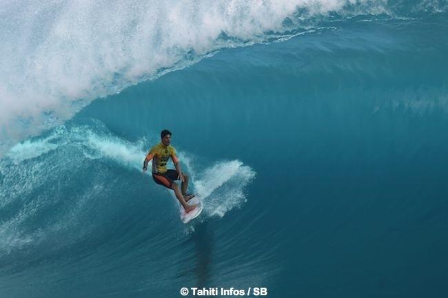 Gabriel Medina vainqueur de la Billabong Pro Tahiti 2014 devant Kelly Slater
