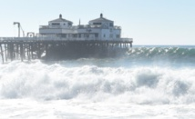 USA: alerte aux vagues monstres à Malibu!