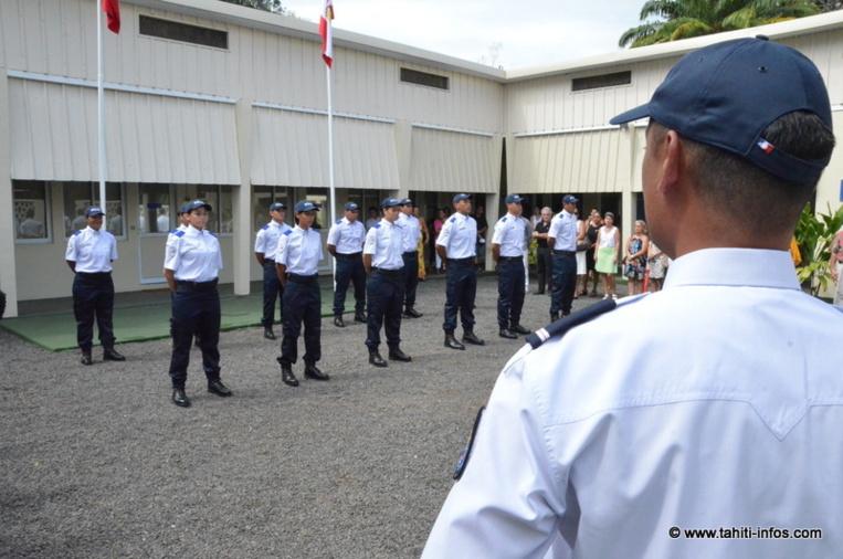 Les cadets étaient réunis deavnt leurs formateurs, leurs familles et les officiels