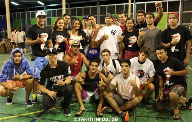Raihere Dudes et les adhérents, sympathisants du club 'Islander MMA' de Punaauia
