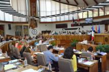 Une séance plénière à l'Assemblée de Polynésie avec le premier gouvernement Flosse au complet à la tribune gouvernementale en mai 2013.
