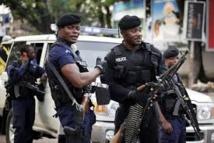 """Philippines: des policiers """"ripoux"""" démasqués grâce à internet"""