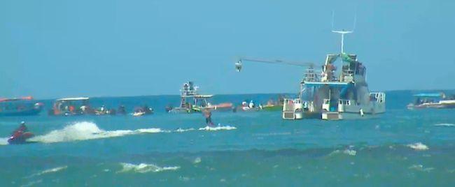 Le bateau de la production 'Point Break' devant le reste des bateaux ce matin