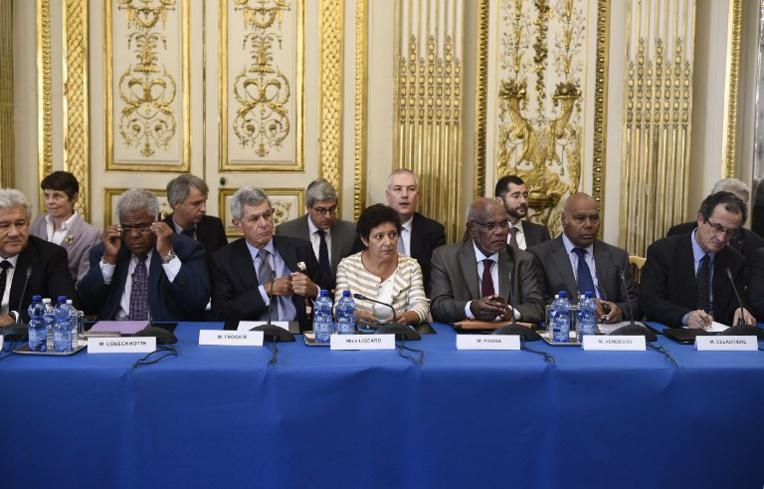 Nouvelle-Calédonie: Frogier (UMP) quitte le comité des signataires