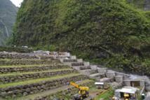 Sur le barrage de Titaaviri 2 (sur la commune de Teva i Uta), un des plus grands barrages de Tahiti, EDT réalise d'importants travaux de mise aux normes : 800 millions de Fcfp investis en quatre ans. Des réhabilitations sont prévues aussi, entre 2017 et 2020, sur les ouvrages de Papenoo. Le programme général de réhabilitation à Tahiti est chiffré à 3,8 milliards de Fcfp.