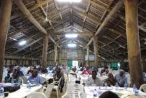 : Participants à la réunion de consultation sur le projet de politique relative aux ressources minérales en eaux profondes tenue à Port Vila (Vanuatu), le 7 octobre 2014.