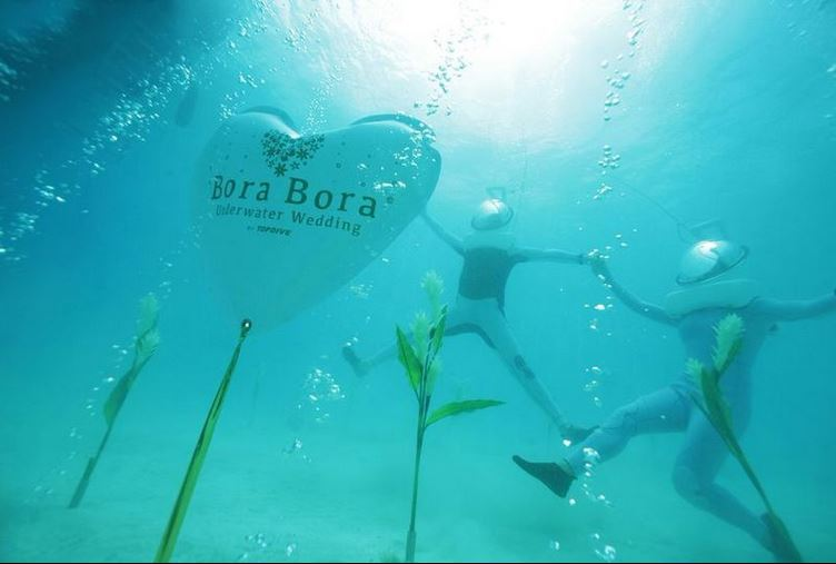 A Bora Bora mariez-vous sous l'eau !