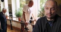 Un homme paralysé marche à nouveau après une opération sans précédent de la colonne vertébrale