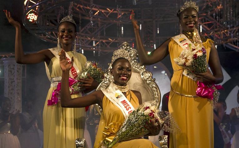 Leah Kalanguka (au centre), 23 ans, a été élue miss Ouganda.