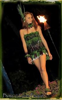Une robe en salade, présentée lors de la première édition et portée par le mannequin Tiphaine Tauraa. (Droit photo : Lucien Pesquié)