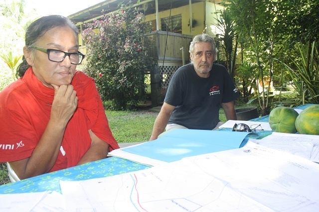 Danny Pittman (à gauche) souhaite demander un moratoire les extractions dans la vallée de la Vaiha afin que des études d'impact environnemental soient engagées.