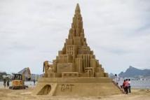 Brésil: un château de sable géant pour le livre des records