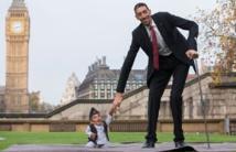 Quand l'homme le plus grand du monde rencontre le plus petit