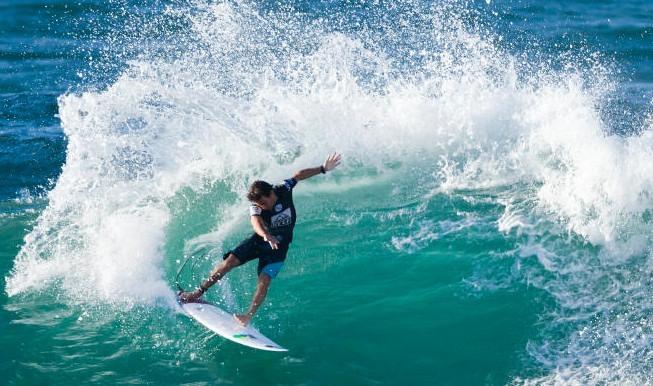Surf International : Jérémy Florès bataille dans le WQS pour espérer rester dans le WCT en 2015.