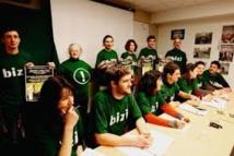 Pau: occupation d'une agence de la Société Générale contre un projet minier en Australie