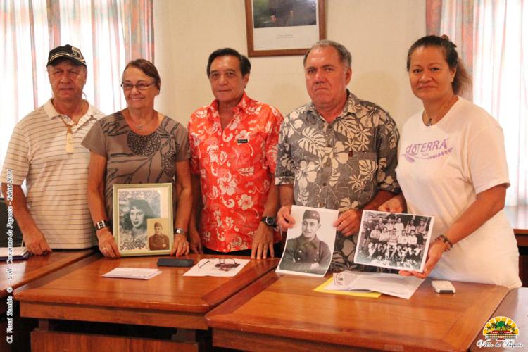 Le maire de Papeete, Michel Buillard, entouré de membres de la famille de M. Lequerré le 9 décembre