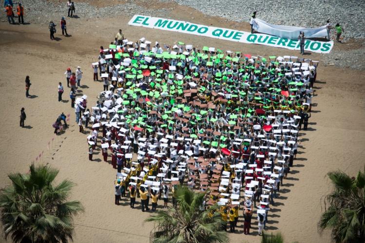 700 enfants manifestent à Lima le 4 décembre (AFP)