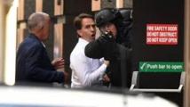 Prise d'otages de Sydney: un drapeau islamique noir déployé, sortie de cinq personnes