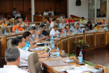 Les élus territoriaux en séance plénière ce lundi à l'assemblée de Polynésie. C'était la dernière séance de la session budgétaire. De prochains travaux législatifs pourraient avoir lieu avant la nouvelle session administrative d'avril 2015. L'organisation d'une session extraordinaire se profile.