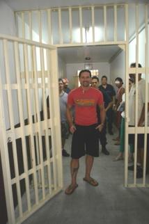 Nuutania: Teheiura rend visite aux détenus