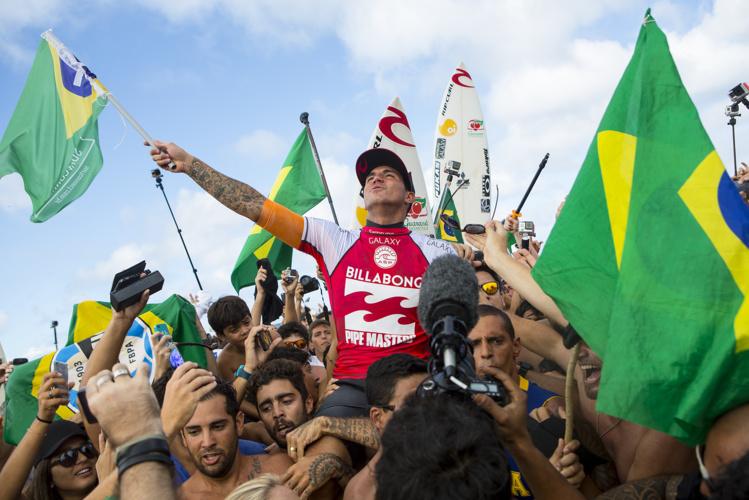 Gabriel Medina, champion du monde à 20 ans, comme kelly Slater en 1992.