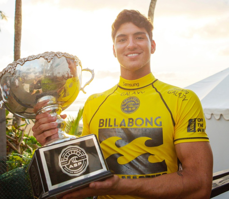 Surf International – Billabong Pipe Masters : Michel Bourez, 5ème au championnat du monde 2014, Gabriel Medina empoche le titre. MAJ