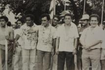 Le combat pour réclamer l'indépendance de la Polynésie française, Oscar Temaru le démarre dans le milieu des années 70 et partage régulièrement ce message avec les leaders kanak.