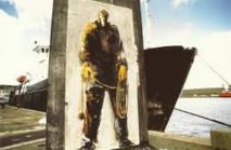 """Plainte de la Marine contre un artiste pour """"dégradation d'épaves"""""""