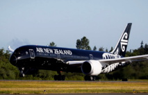 Un avion Boeing 787 d'Air New Zealand dans sa nouvelle livrée « All Blacks ».