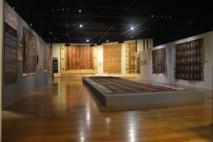 Les tapa exposés dans la grande salle du Musée de Tahiti et des Îles (photo mti-vha 2014)