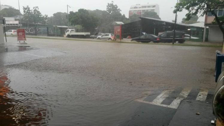 [MàJ : PHOTOS] Fortes pluies et inondations à Papeete