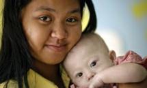 Passeport australien pour le bébé trisomique abandonné à sa mère porteuse en Thaïlande