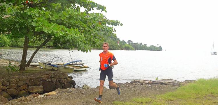 Alain Bohard a réussi son défi Teahupoo-Moorea en moins de 24 heures à pied, en kayak et à vélo.