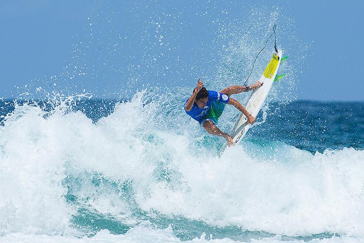 Mateia a sorti un air reverse magnifique contre Mick Fanning Photo: owenphoto.com.au