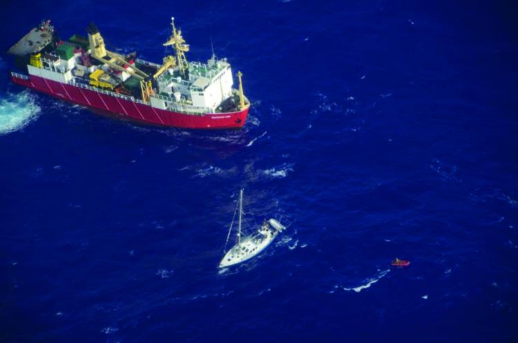 Ici le Taporo VIII qui avait essayé de porter secours à un skipper en 2013. Les marins font toujours preuve d'une grande solidarité en Polynésie.