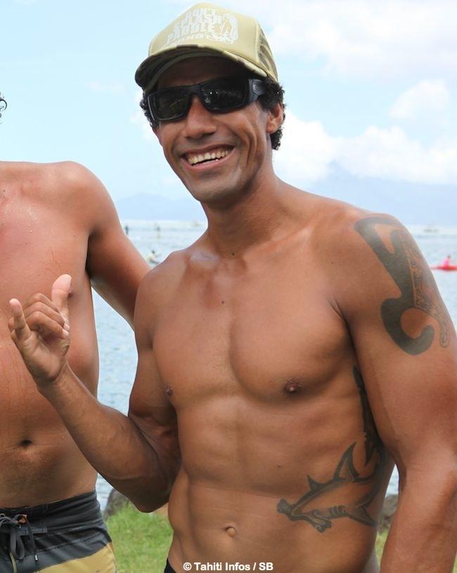 Va'a – Takapuna Beach Cup 2015 : Georges Cronsteadt et Steeve Teihotaata s'associent pour une course en relais en NZ.