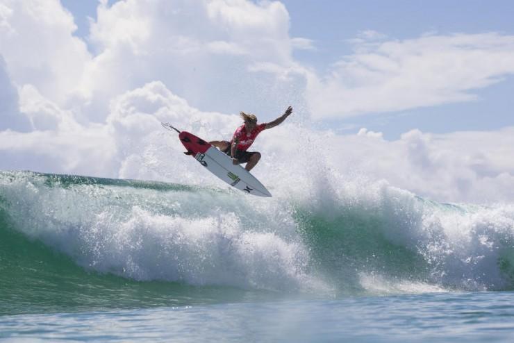 John John Florence obtient le meilleur score de la journée avec une vague notée à 9.07