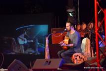 Fränk a démontré aux jeunes guitaristes polynésiens sa très grande maîtrise de la guitare folk