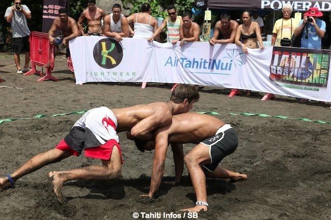 Jonathan fait toucher le sol à Tehau = 1 point