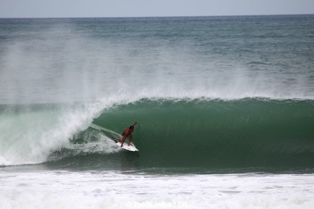 Manoa Drollet à Piha Beach