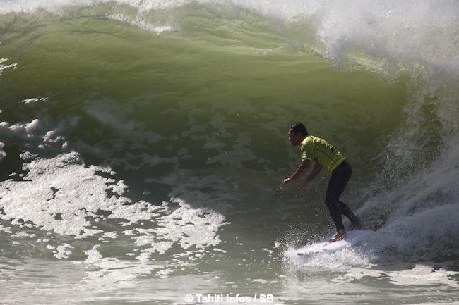 Manoa Drollet réussit à dompter cette vague du bout du monde...