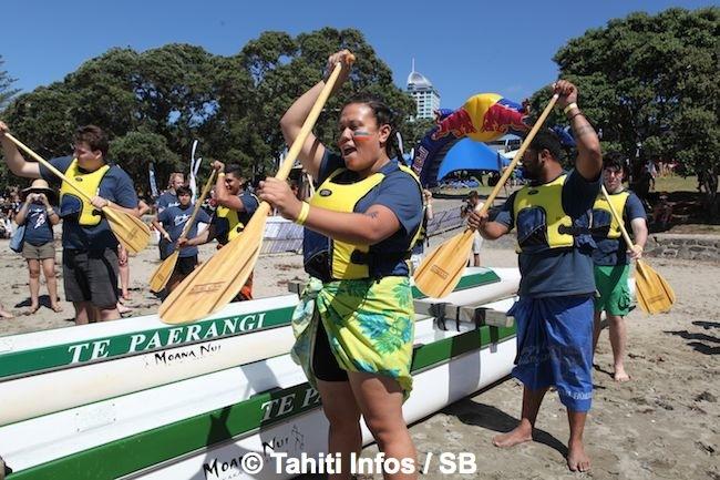 Les étudiants de l'Université d'Auckland s'initient au Va'a Tauati
