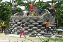 """Des """"igloos"""" construits avec des pneus usagés en Colombie"""