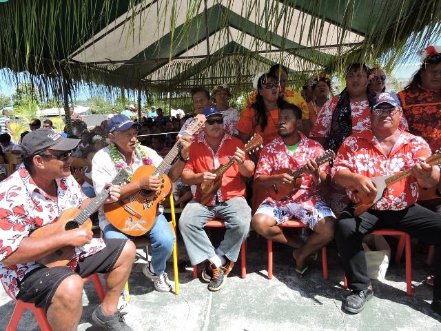 Le 'ukulele fait partie de notre quotidien. Incontournable lors de bringues, il est aussi au rendez-vous lors des grandes fêtes. Ici, les joueurs de ukulele de Manihi avaient accueilli la ministre des Outre-mers en musique en mars dernier.